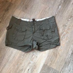 Pants - Army green Urban Behavior shorts